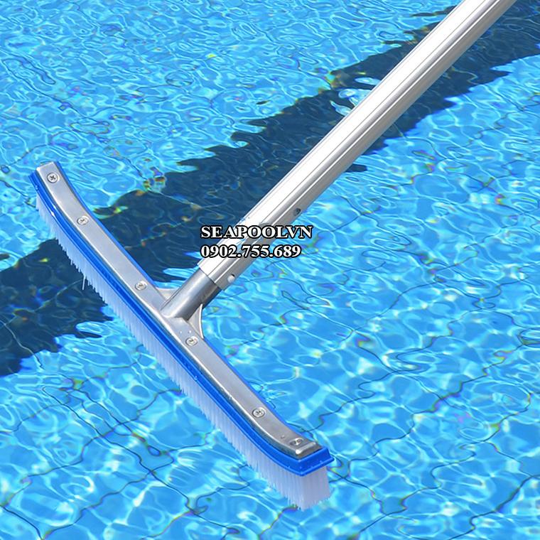 Bàn chà vệ sinh hồ bơi