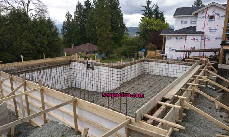 Công đoạn thi công xây dựng hồ bơi bể bơi do các kỹ sư thực hiện tại Đà Lạt