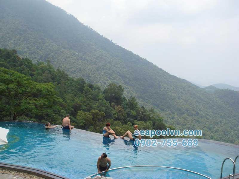 xây dựng hồ bơi vô cực tràn viền ở khu vực đồi núi